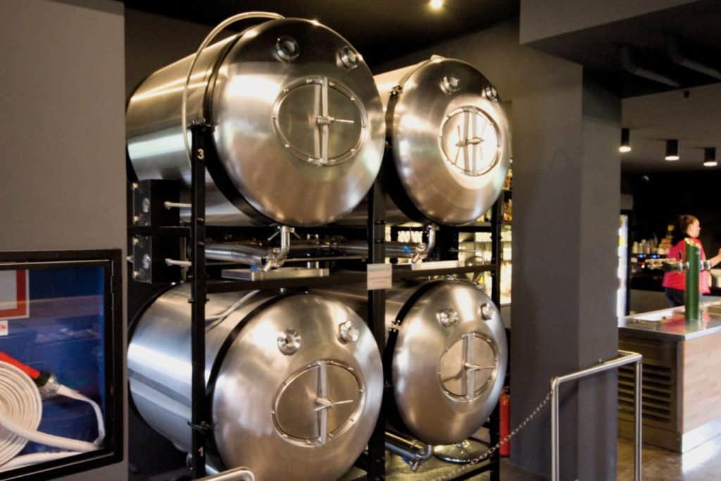 Beverage dispensing tanks