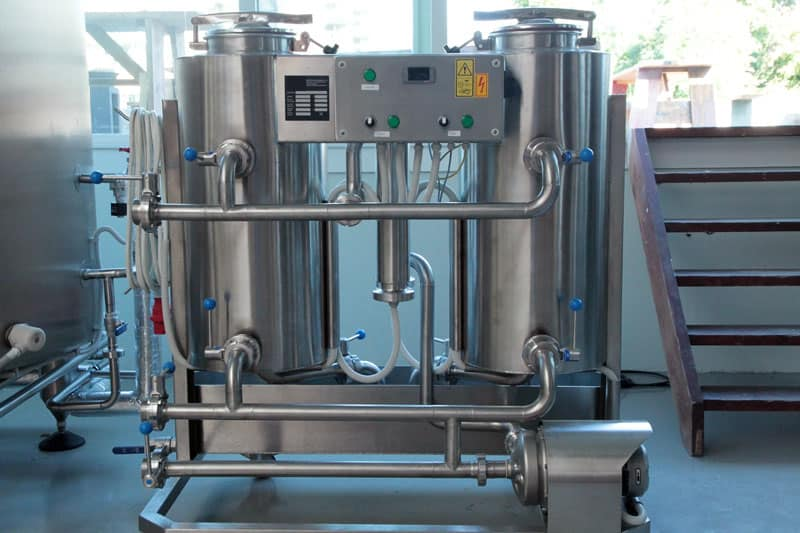 CIP-52 : Cleaning-In-Place machine to the cleaning and sanitizing of vessels and piping routes in breweries with two tanks 50 liters and 23 liters of the neutralizing vessel