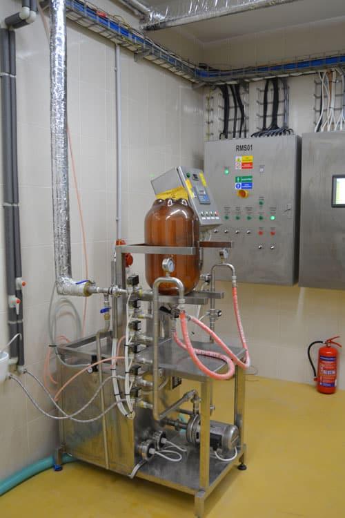 kcm 10 foto 02 - KCM-10 Machine for the manual rinsing and filling of stainless steel kegs 7-10 kegs/hour - hba, krf