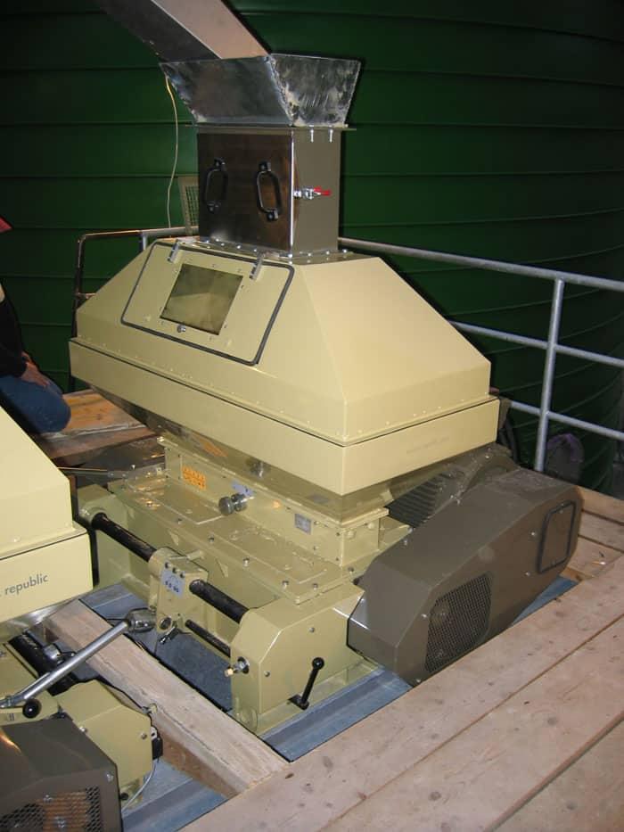 mmr 1200 assembly full - MMR-900 : Malt mill - machine to squeezing of malt grains, 37kW 6000-8000 kg/hr - wide rollers - malt-mills-crushers